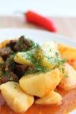 Fleischsoße mit Kartoffeln Lizenzfreie Stockbilder