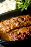 Fleischstück-Mikrowelle mit Kartoffelpüreeschnurbohnen Lizenzfreie Stockbilder