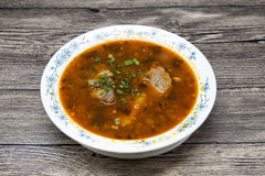 Fleischsuppenrindfleisch mit Pfeffer und Tomate Traditionelle Teller vom Mittlere Osten, Asien Suppe Shurpa Lizenzfreies Stockfoto
