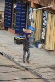 Fleischverkäufer auf der Straße von Lagos stockfotografie