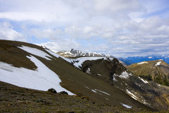 Flera bergmaxima covred med snö Royaltyfri Fotografi