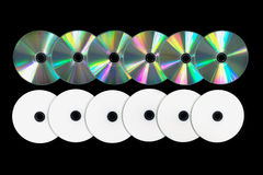 Flera DVD/CD på svart bakgrund Arkivbilder