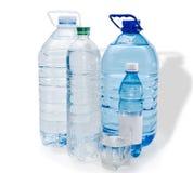 Flera flaskor och glas av vatten Royaltyfria Bilder