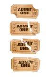 Flera gammalt sönderrivet och nedfläckat medger upp biljetter för en film, vit bakgrund, slut Royaltyfri Fotografi