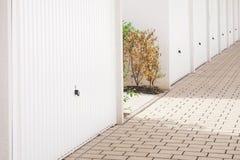 Flera garagedörrar 2 fotografering för bildbyråer