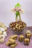 Flera typiska brasilianska sötsaker från Junina Jordnöt kokosnöt ca Arkivbilder