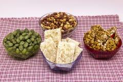 Flera typiska brasilianska sötsaker från Junina Jordnötsmör, coc Royaltyfri Bild