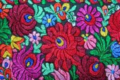 Flerfärgad blom- handbroderimodell arkivfoton