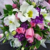 flerfärgad blommabukett Arkivbild