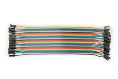Flerfärgad kabel som isoleras på vit bakgrund som knyter kontakt begrepp Förkläde IDC-tråd Top beskådar Royaltyfri Bild