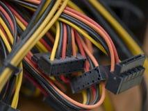 Flerfärgade kablar och kontaktdon Royaltyfria Bilder