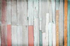 Flerfärgat fragment av gammal träväggbakgrund, naturligt modellabstrakt begrepp arkivbilder