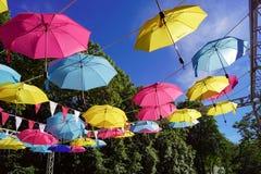 Flerf?rgat paraply fotografering för bildbyråer