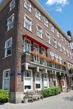 Flerfamiljshus i Amsterdam Fotografering för Bildbyråer