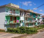 Flerfamiljshus i den Vinales Kuban Arkivbild