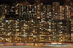 Flerfamiljshus på natten Arkivbilder