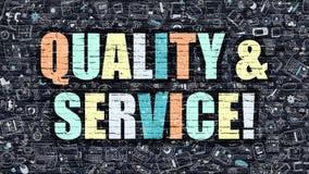 Flerfärgad kvalitet och service på mörka Brickwall Klottra stil Royaltyfria Foton