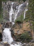 Flernivå-vattenfall i Jasper National Park Arkivfoton