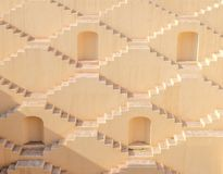 Flervånings- trappa av enbrunn i Jaipur, Indien royaltyfri foto
