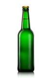 Fles bier of cider op witte achtergrond wordt geïsoleerd die Stock Afbeelding