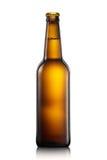 Fles bier of cider op witte achtergrond wordt geïsoleerd die royalty-vrije stock afbeeldingen