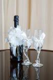 Fles champagne en glazen Stock Afbeelding
