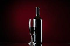 Fles en glas rode wijn Stock Fotografie