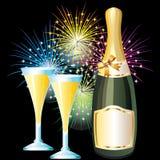 Fles en glazen champagne en vuurwerk. Royalty-vrije Stock Afbeeldingen