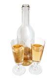 Fles en glazen witte wijn Royalty-vrije Stock Foto's