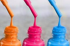 Fles lak voor de vingernagels Vrouwen` s acrylverf, gelverf voor spijkers Lak gemengde kleuren voor vingernagels Zorg voor wome Royalty-vrije Stock Afbeelding