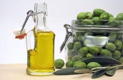 Fles olijfolie Royalty-vrije Stock Afbeeldingen