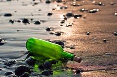 Fles op zee Stock Fotografie