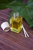 Fles parfumolie Stock Fotografie
