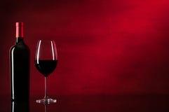 Fles Rode Wijn en Glas Stock Fotografie