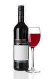 Fles rode wijn met wijnglas Stock Afbeeldingen