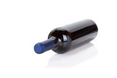 Fles rode wijn op wit Royalty-vrije Stock Afbeeldingen