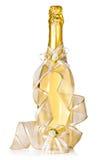 Fles van champagne en huwelijksdecoratie Royalty-vrije Stock Afbeelding