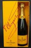 Fles van Champagne Veuve Clicquot Brut in doos Stock Fotografie