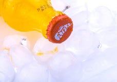 Fles van Fanta met ijsblokjes Royalty-vrije Stock Afbeeldingen