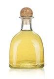 Fles van gouden tequila stock afbeeldingen
