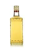 Fles van gouden tequila royalty-vrije stock afbeelding