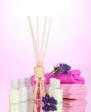 Fles van luchtverfrissing, lavander en handdoeken royalty-vrije stock foto's