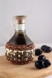 Fles van olijfolie en olijven royalty-vrije stock fotografie