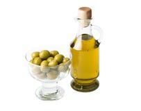 Fles van olijfolie en olijven die op wit wordt geïsoleerdr Royalty-vrije Stock Afbeelding