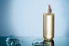 Fles van vloeibare zeep met bel Stock Foto's
