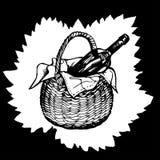 Fles van wijnstok in backet op bladachtergrond Stock Fotografie