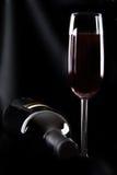 Fles wijn en glas Royalty-vrije Stock Foto's