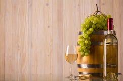 Fles wijn met lichte achtergrond Stock Afbeelding