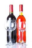 Fles wijn met twee glazen Stock Foto's