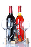 Fles wijn met twee glazen en een kurketrekker Royalty-vrije Stock Afbeelding